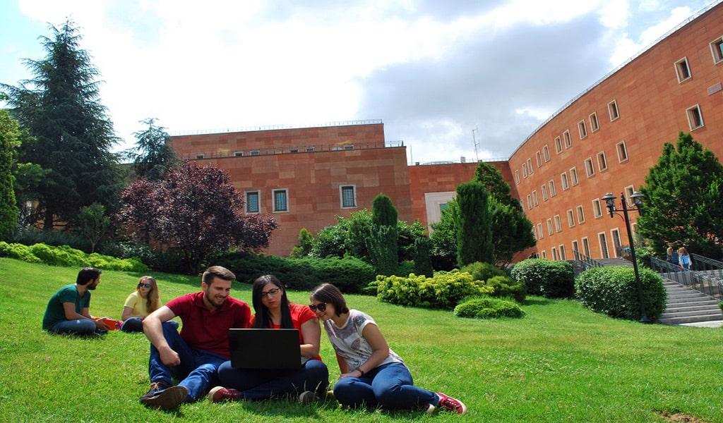 تحصیل داروسازی در دانشگاه Yeditepe